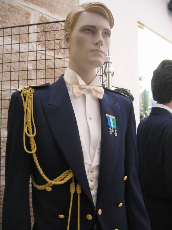 Uniforme d'officier féminin de la marine