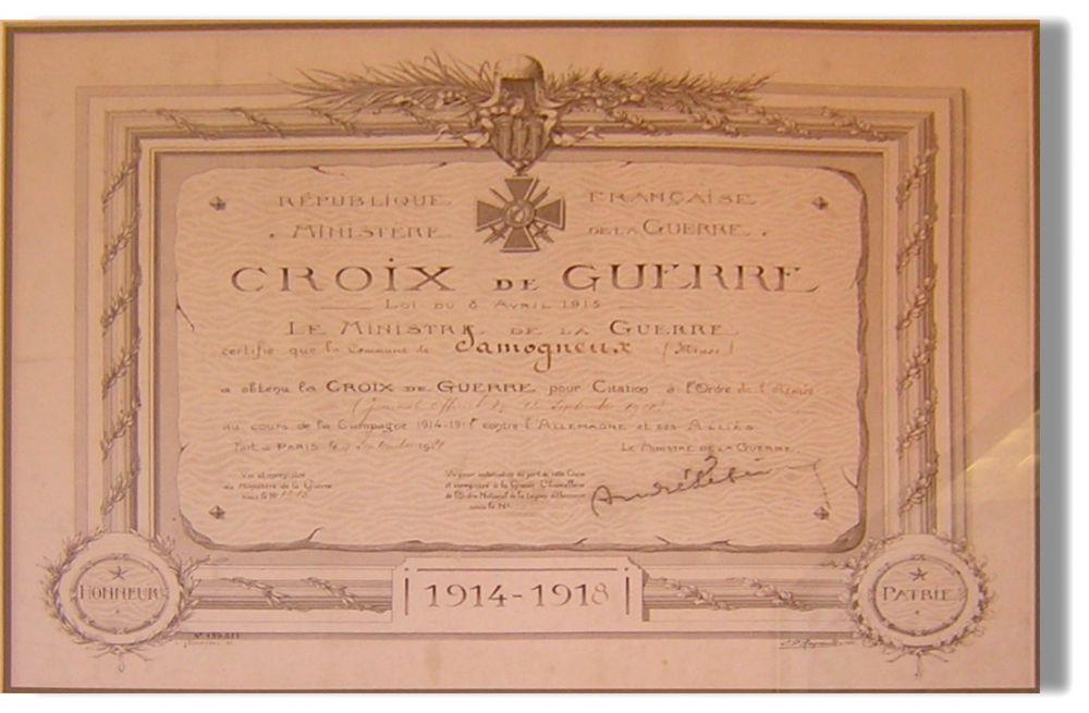 Croix de guerre de Samogneux avec citation.jpg