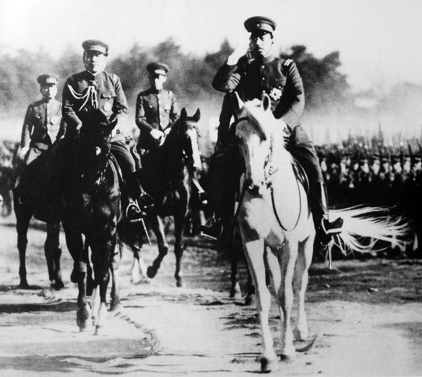 ob_0182a7_1024px-emperor-sho-wa-army-1938-1-8.jpg